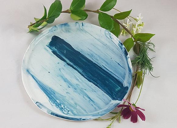 Assiette en porcelaine, variations de bleu intense