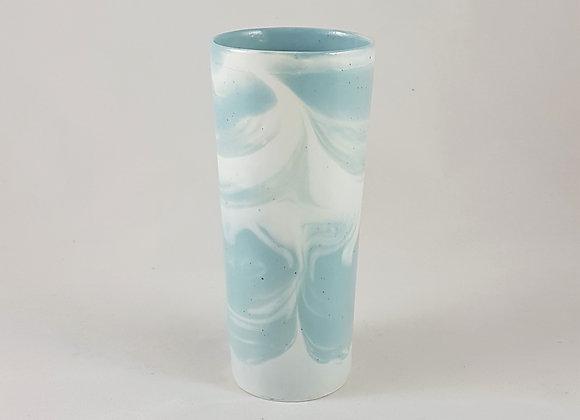 Grand gobelet en porcelaine mêlée blanc et bleu