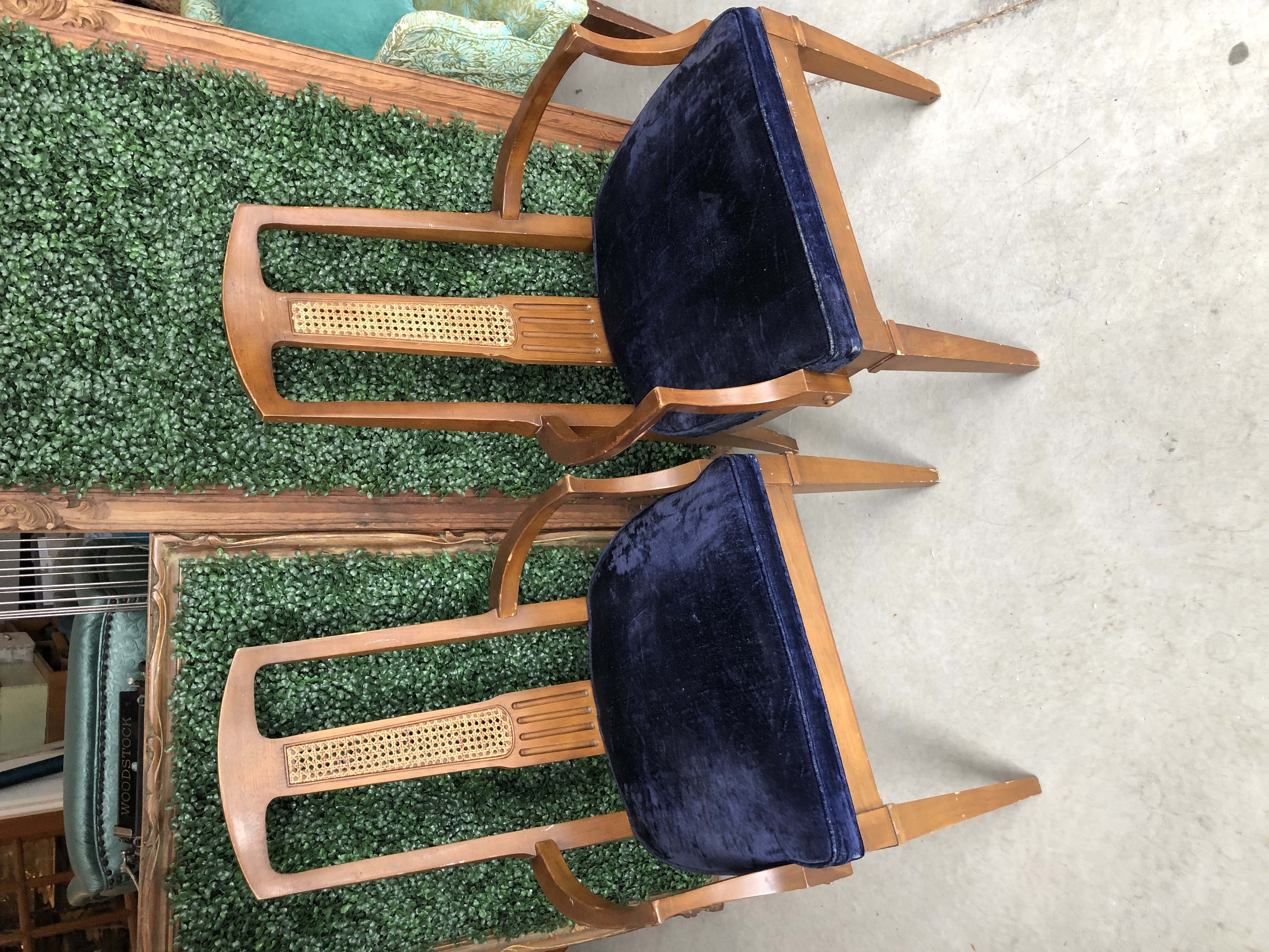 Hensley Chair Set