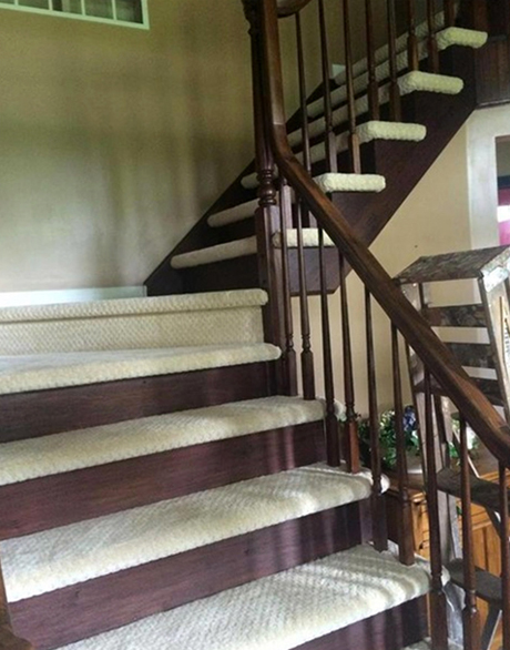 custom-stair-runner-at-messner-01
