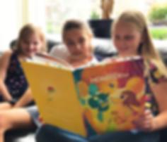 kinderen met boek extra.png