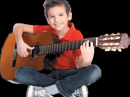 """""""Çocuğum Gitar Öğrenmeye Hangi Yaşta Başlayabilir?"""""""
