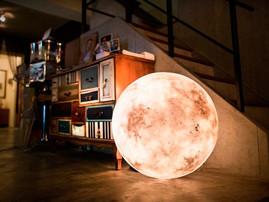 Luna: a luminária para quem já sonhou em roubar a lua