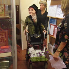 Rosa in de boekhandel.JPG