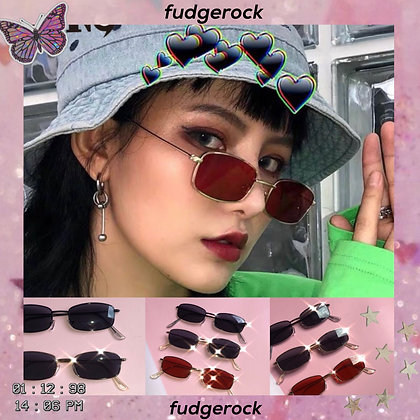 Indie e-girl square sunnies