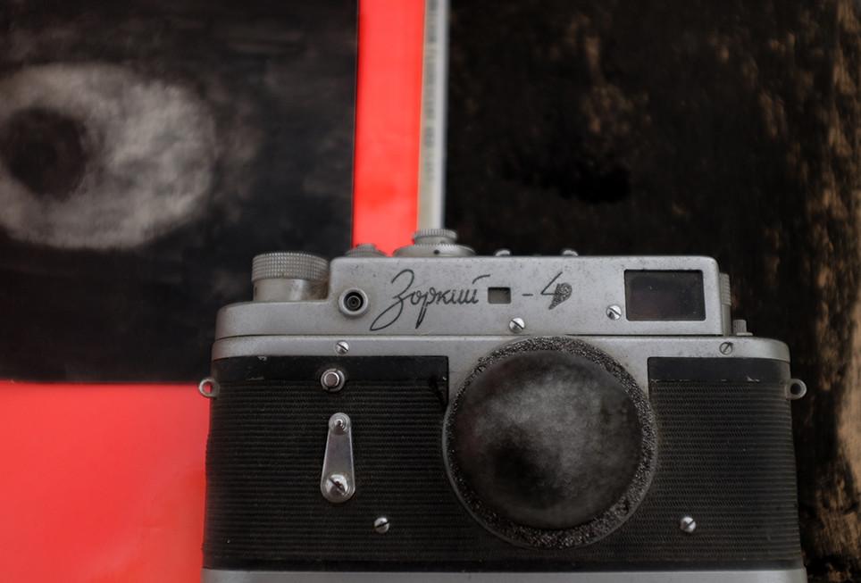 'fertelizing camera' #3, 2018 50/70cm archival pigment print 2200$+vat edition 1/5 +2AP
