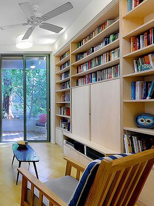 ספריה מהצד-2.jpg