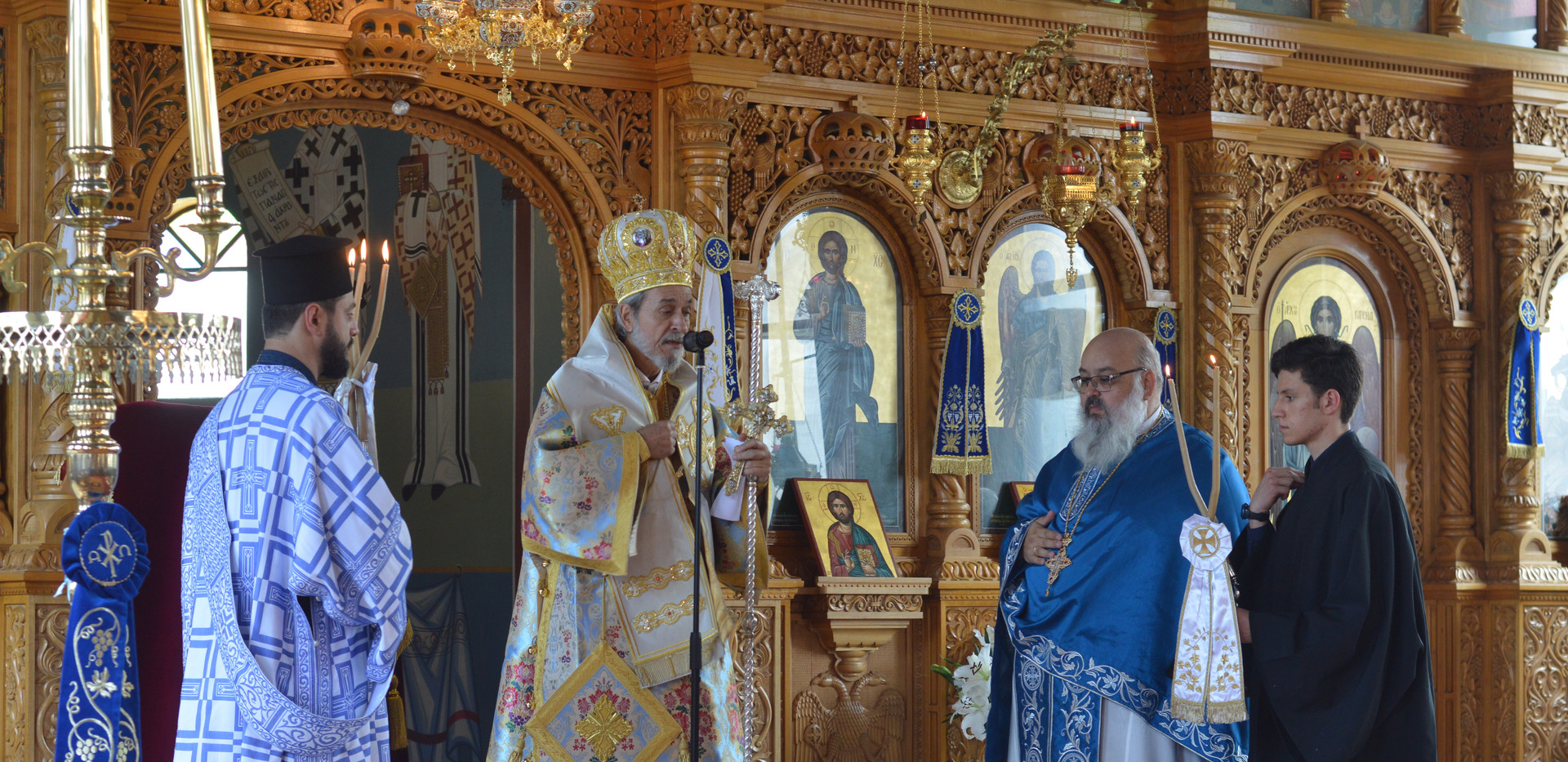His Gace Bishop Seraphim of Apollonias blessing the congregation
