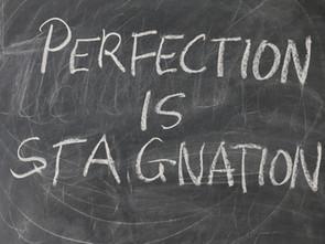 Esperar pela perfeição nunca é tão inteligente quanto progredir.