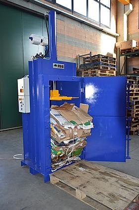 La pressa rifiuti  P6-10  da10 a 12 Tonnellate di spinta