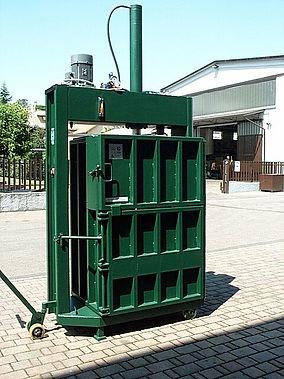 La pressa rifiuti  P10  da10 a 12 Tonnellate di spinta