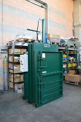 La pressa rifiuti  P15-10  da10 a 12 Tonnellate di spinta