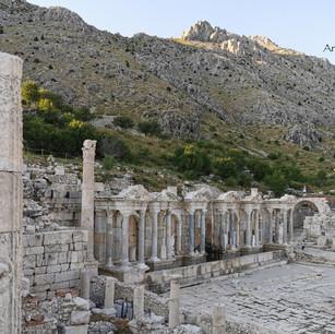 Sagalassos Yukarı Agora ve Antoninler Çeşmesi