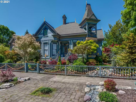 1891 Oregon Queen Anne With Restored Interior Lists For $925K!