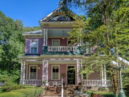 Mississippi Bed & Breakfast With Stunning Interior & 10 Acres Lists At $349K. Take A Look Inside!