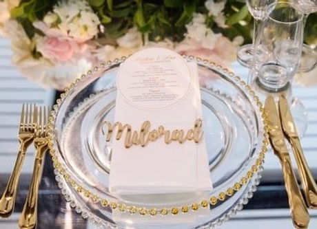 Gorgeous florals _vesnagrasso_floraleventdesign to complement our charger plates and gold cutlery!_e
