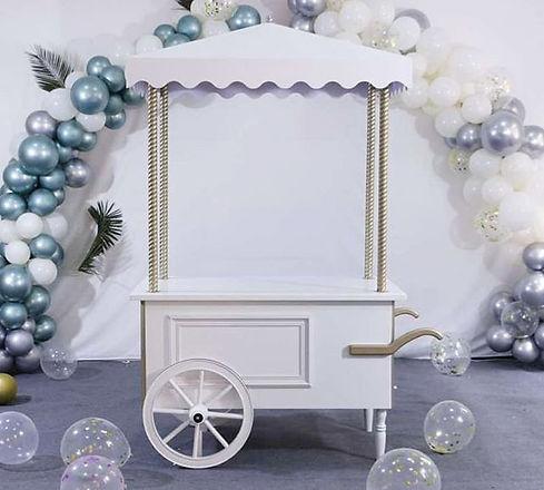Our gorgeous _Ladureé inspired cart_ ! W
