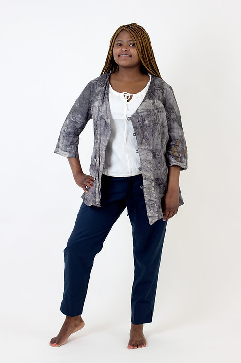 A-symmetrical linen blouse with 3⁄4 sleeves and side slit detail