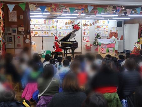 手作りのクリスマスグッズに囲まれ演奏出張!!