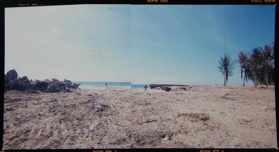 Devastate Khaolak beach, Tsunami 2004