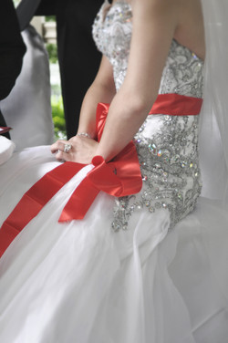 Noosa bride wearing red ribbon