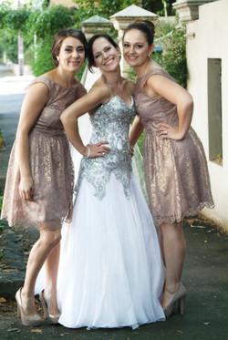 Noosa bride and bridesmaids posing