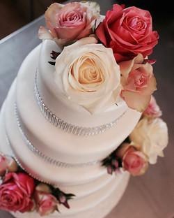 Wedding cake #cakeaholic_ams #cakeamsterdam #bestcake #weddingcakeamsterdam #cakeart