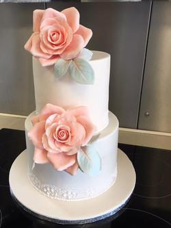 Sharp-edged wedding cake