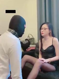 Black Silk Beauty Goddess Mugu training, slapping, trampling & humiliating cheap dog 黑丝Mugu白领女神教训崇拜者贱男奴,耳光踩踏羞辱舔脚