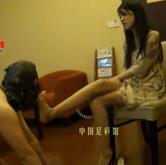 Shanghai Goddess gives intensive dog training to horny pathetic sub 漂亮的上海女S训狗,男m完全放弃尊严完全像狗一样的伺候她