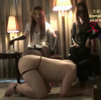 Double Domination of beta male by two gorgeous Chinese goddesses 高贵好身材的双女神一起羞辱屌丝男m,训练他成为好狗
