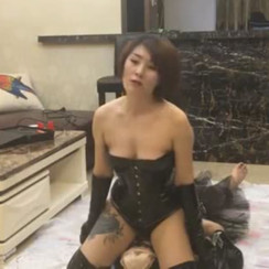 Gorgeous Sexy Mistress humiliates fat lesbian sub as her dog 性感的女主人羞辱低贱的胖子女m,无情地侮辱和玩弄她
