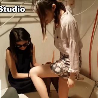 Domination in the bathtub by two Chinese Goddesses 双女神在浴缸里玩弄贱男奴