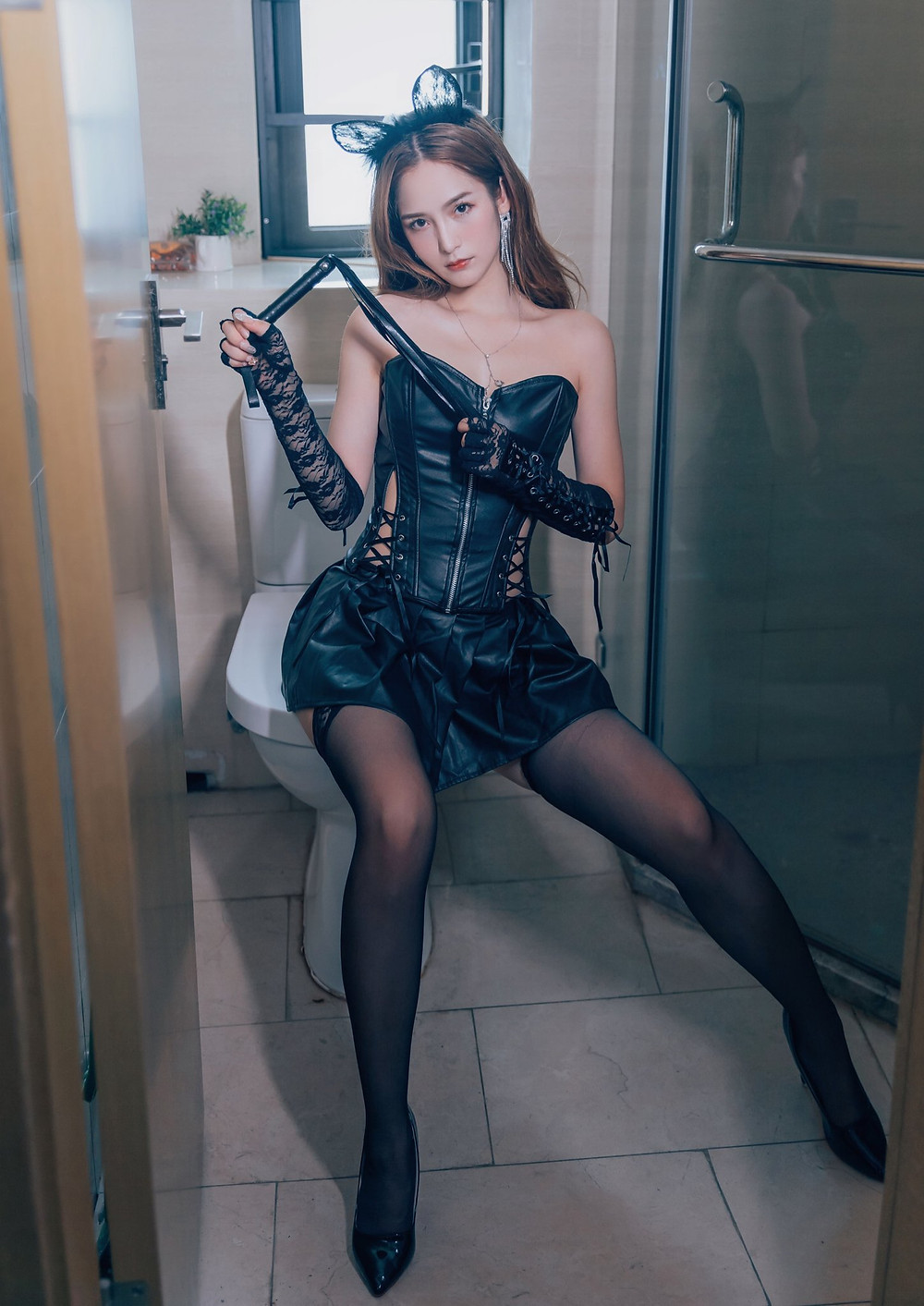 What makes a beautiful woman get into femdom? What is her motivation behind it? - CNQueens Chinese Femdom Resource