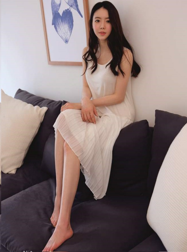 CNQueens - What drives a foot fetish and what's the reason behind this attraction towards a woman's feet? Chinese Femdom Resource