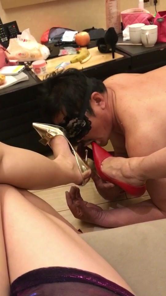 MS. Zhizhu's - loser worshipping her leg