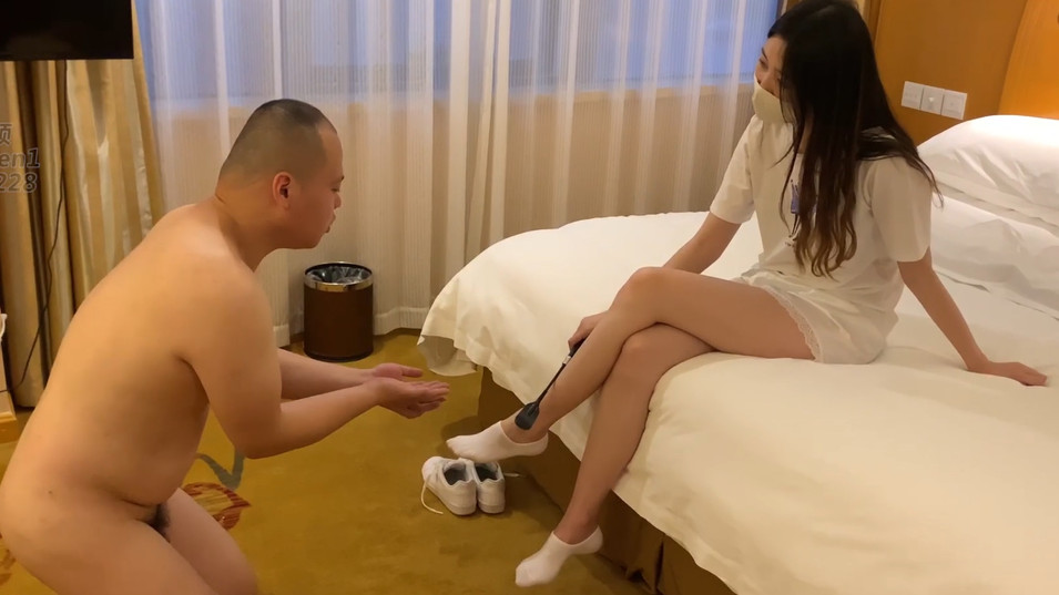CFNM Session: Gorgeous Chinese Princess & Fat Loser