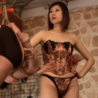 Hogtied & humiliated by hot yet strict Japanese Queen 严肃的性感日本医生女S捆绑调教卑微的矮子老男m