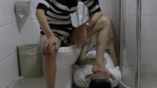 Toilet training & Golden Shower by beautiful Chinese goddess Yan Yan女S给贱货崇拜者喝圣水吃黄金