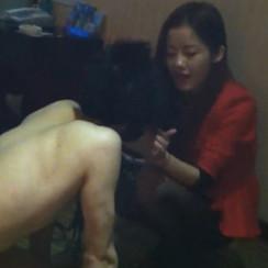 Pretty Guangzhou goddess has fun degrading pathetic sub 经典调教视频:漂亮广州女S羞辱贱狗,把他当狗玩狗游戏
