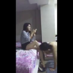 Worthless sub worships hot Guangzhou girl 饥渴男m放弃了尊严,当漂亮广州女S的奴才,喝她的圣水