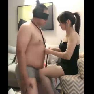 Beautiful sexy Chinese Queen Dan Dan teases & dominates fat loser 性感身材的Dan Dan女S调教诱惑胖狗奴 舔脚捆绑