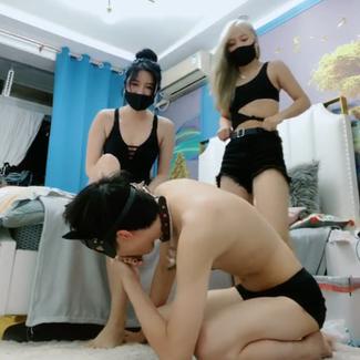 Two super hot Shanghai queens tease & taunt horny loser, giving him golden shower 上海双女王调教羞辱玩弄贱狗 舔脚狗奴圣水 超清版