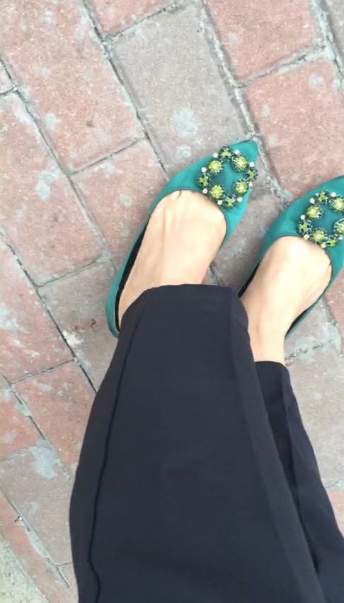 Queen S showing off her beautiful feet