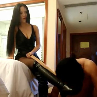Busty Guangzhou Chinese mistress and her overweight sub 卑微的胖子男m崇拜性感大胸广州女S