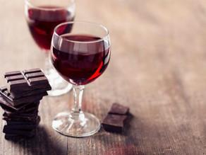 赤いワインと2粒のチョコ