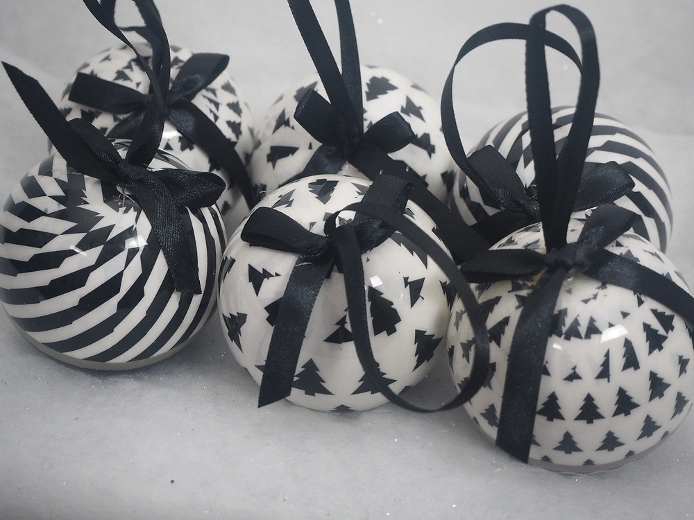 Black and white baubles | Luxury christmas decorations
