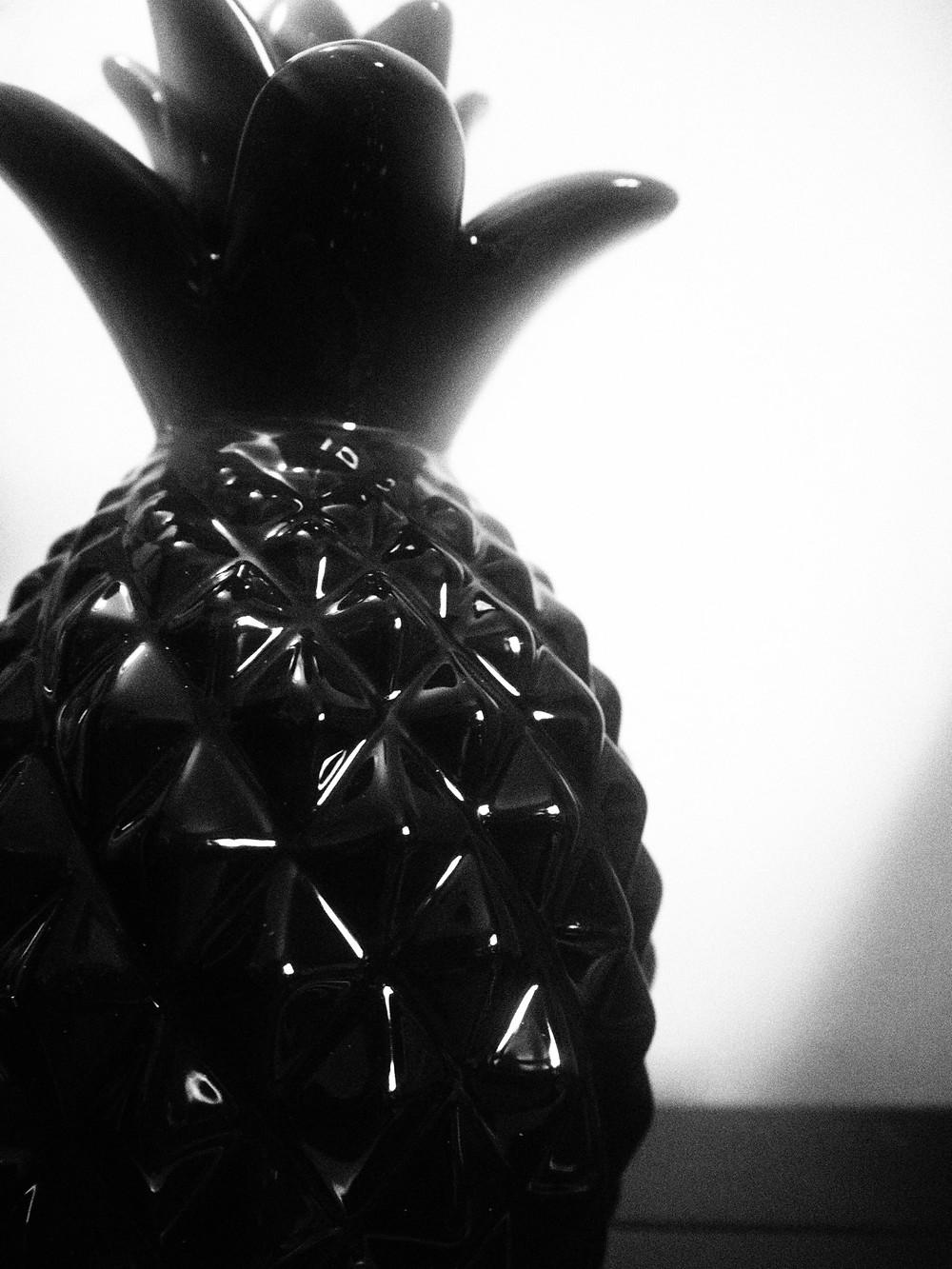 Black gloss pineapple ornament