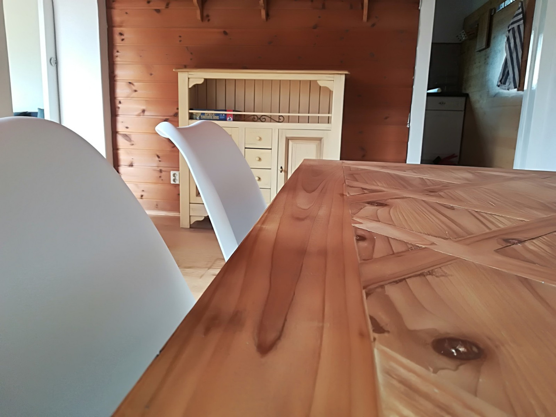 Holz-Esstisch