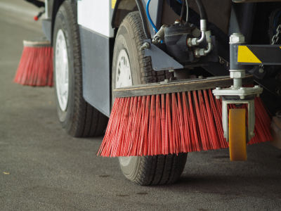 Broom sweeper truck